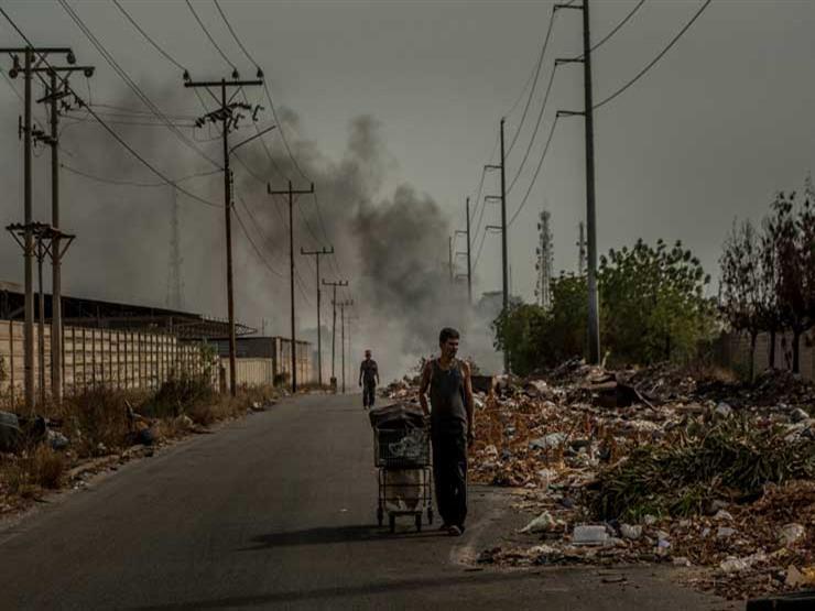 فنزويلا.. زعيم النفط بأمريكا اللاتينية يسقط في أسوأ أزمة غير حربية