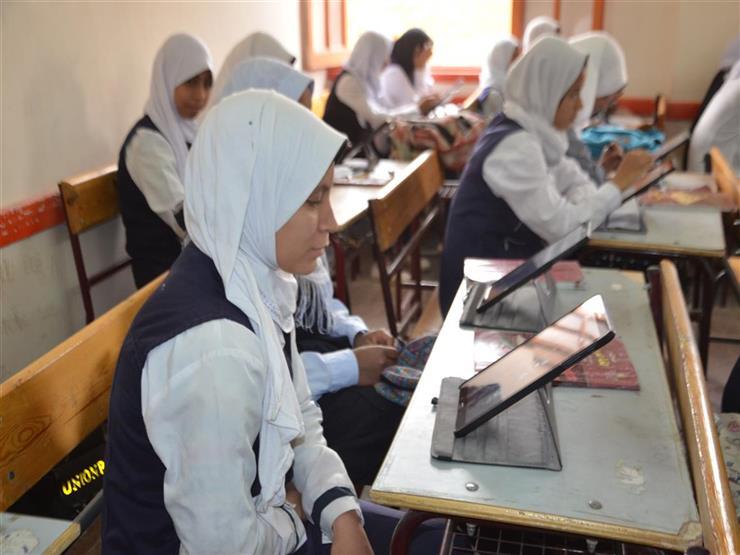 تباين آراء طلاب أولى ثانوي بالمدارس الحكومية بشأن امتحان اللغة العربية