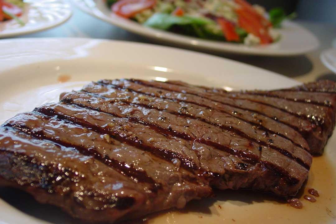 ستيك اللحم بالمسطردة.. وجبة صحية لمائدتك الرمضانية