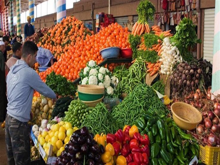 ارتفاع الفاصوليا وتراجع العنب.. أسعار الخضر والفاكهة بسوق العبور اليوم