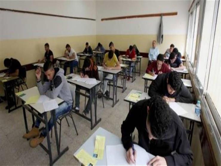 اليوم- طلاب أولى ثانوي يؤدون الامتحان في مادة الأحياء   مصراوى