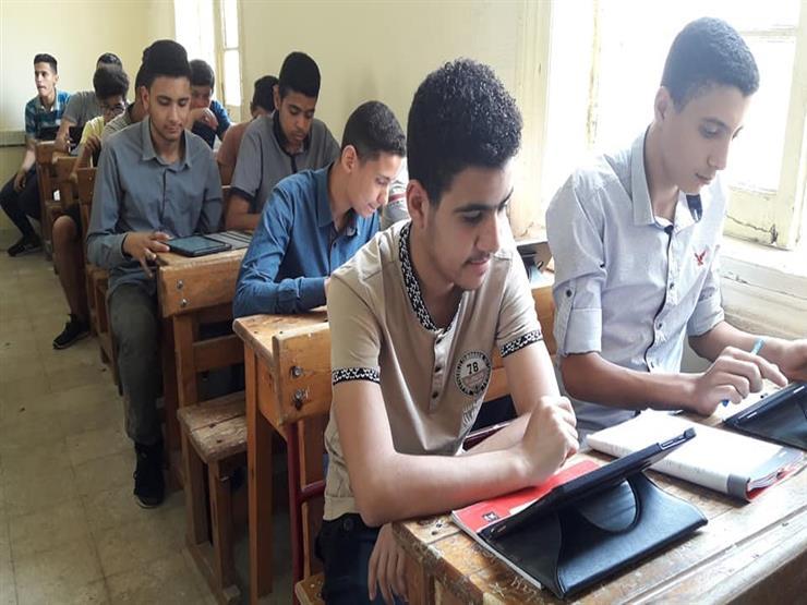 طلاب أولى ثانوي في الوادي الجديد يطالبون بإلغاء امتحانات التابلت