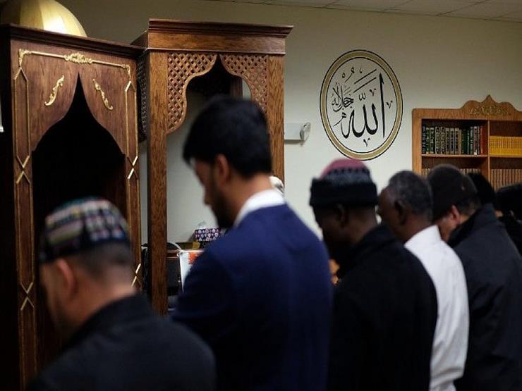 هل يجوز للإمام القراءة من المصحف في صلاة الفرض؟