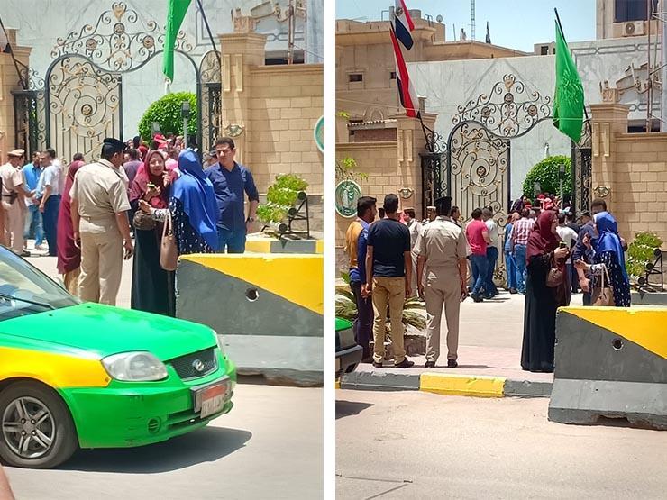 أزمة التابلت.. وقفة احتجاجية لطلاب أولى ثانوي أمام ديوان محافظة المنوفية