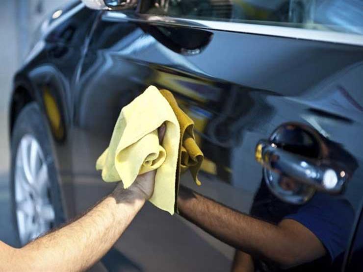 تعرف على كيفية إزالة الصمغ من طلاء السيارة