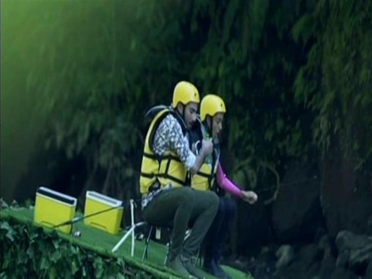 بالفيديو| لحظة سقوط محمد الشرنوبي من أعلى كوبري رامز في الشلال