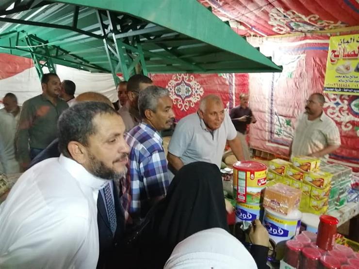 محافظ الوادى الجديد يتفقد معرض أهلاً رمضان بالداخلة