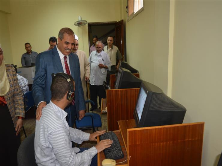 رئيس جامعة الأزهر يتفقد لجان الامتحانات الإلكترونية للمكفوفين