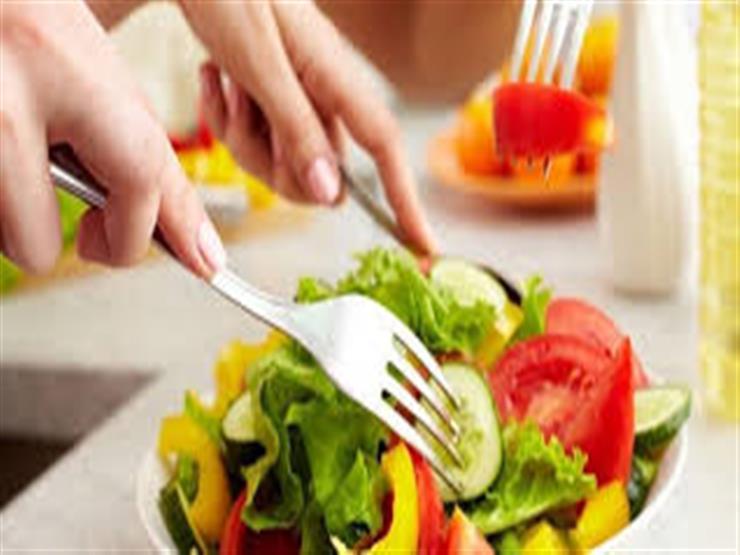 أطعمة صحية خادعة تزيد الوزن..منها الفول المعلب وتتبيلة السلطات