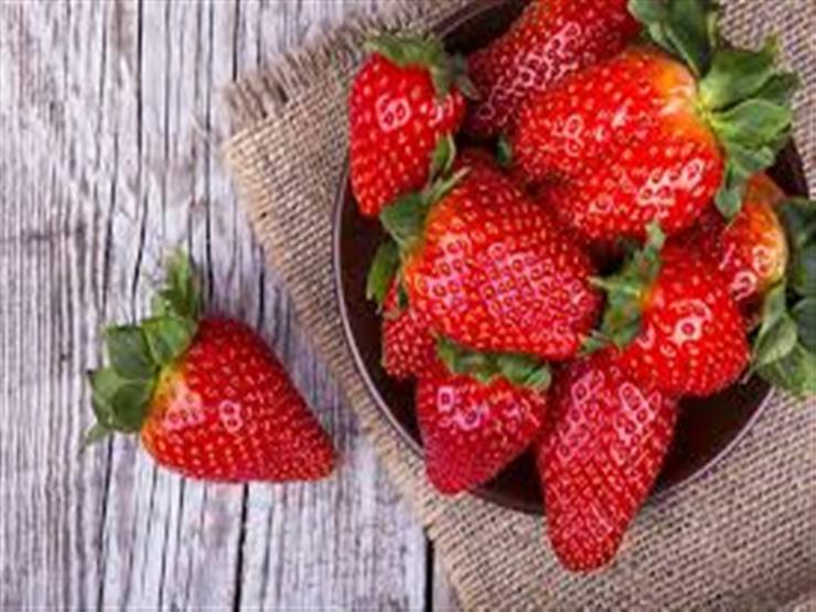 هل تناول الفراولة يؤثر على ضغط الدم؟