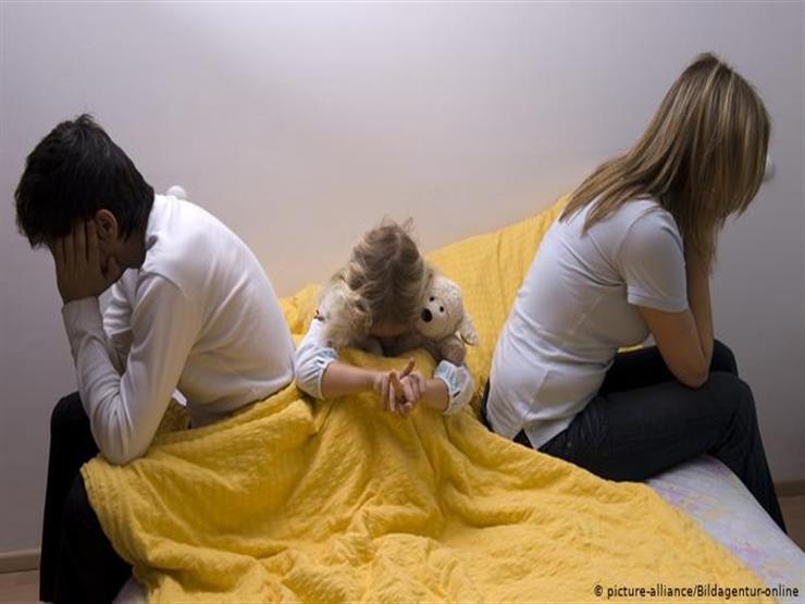 بعد انفصال الوالدين.. نصائح للتخفيف من شعور الأبناء بانهيار عالمهم