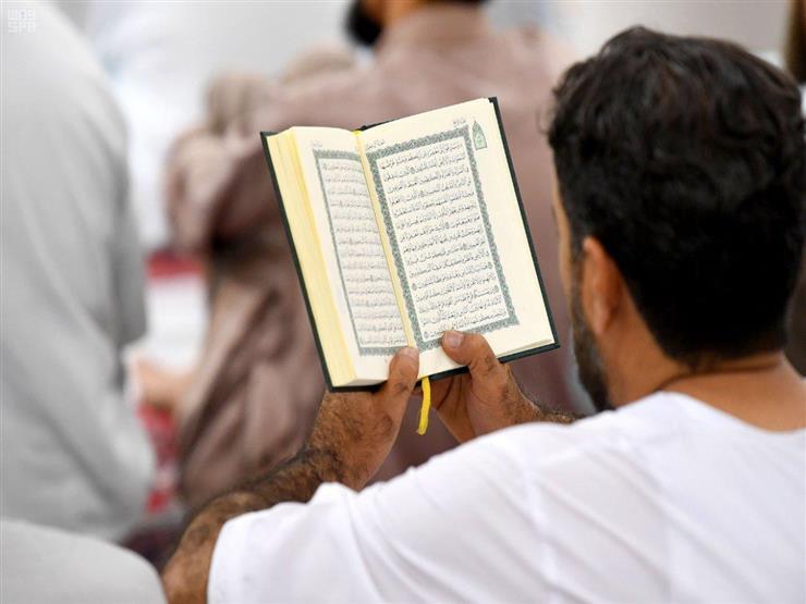 عبادة بها يكون القرآن أهم صاحب.. مصطفى حسني يوضح
