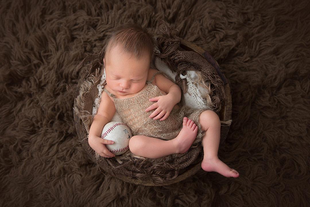 يراقب رضيعك أثناء النوم..تطبيق جديد يحمي طفلك