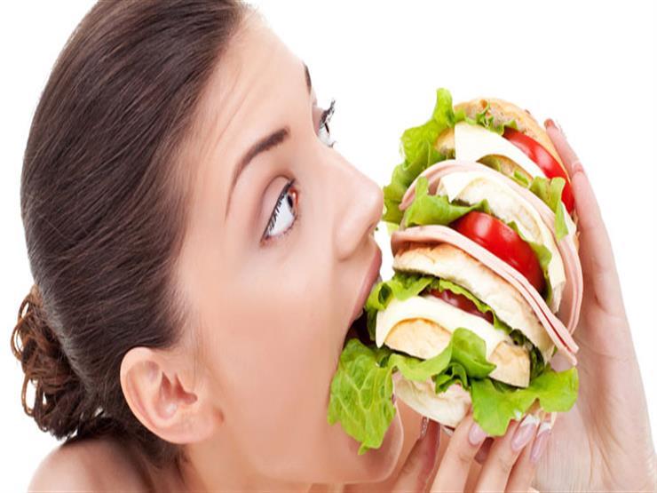 لماذا نشعر بالجوع طوال الوقت؟.. تعرف على الأسباب والحل