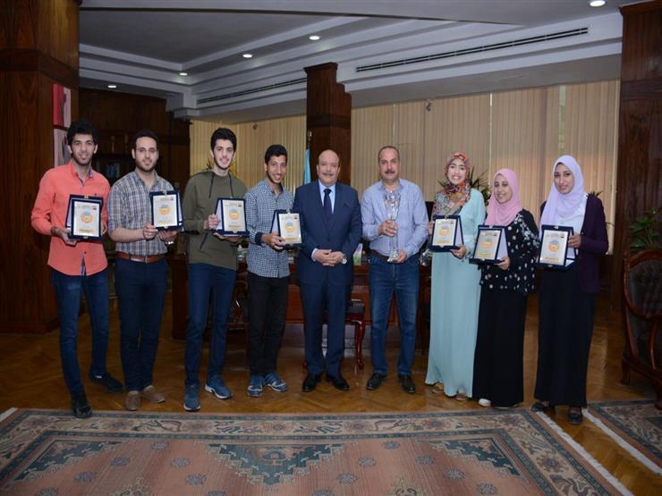 """رئيس جامعة طنطا يكرم الطلاب الفائزين في مسابقة """"العباقرة"""""""