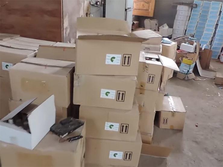 بالفيديو.. ضبط 23 طن مبيدات زراعية فاسدة داخل مصنع غير مرخص بالقليوبية
