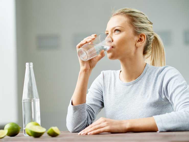 لإنقاص  الوزن.. أفضل 5 أوقات لتناول الماء على مدار اليوم (إنفوجرافيك)
