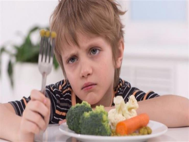 كيف تقنع طفلك بتناول الأطعمة الصحية؟