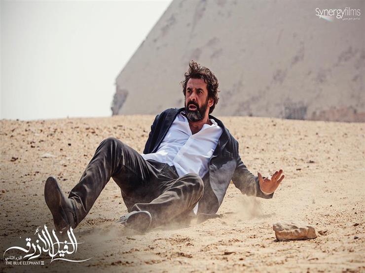 """""""محدش بيهرب من مصيره"""".. كريم عبدالعزيز يروج لـ""""الفيل الأزرق"""""""