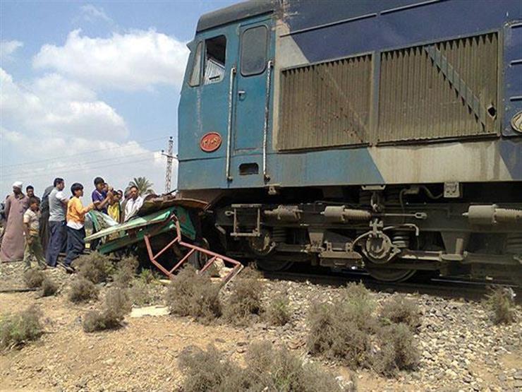 اصطدام قطار بضائع بسيارة نقل في السويس دون إصابات