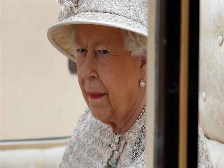 """ما قصة """"دبوس"""" ملكة بريطانيا الماسي؟"""