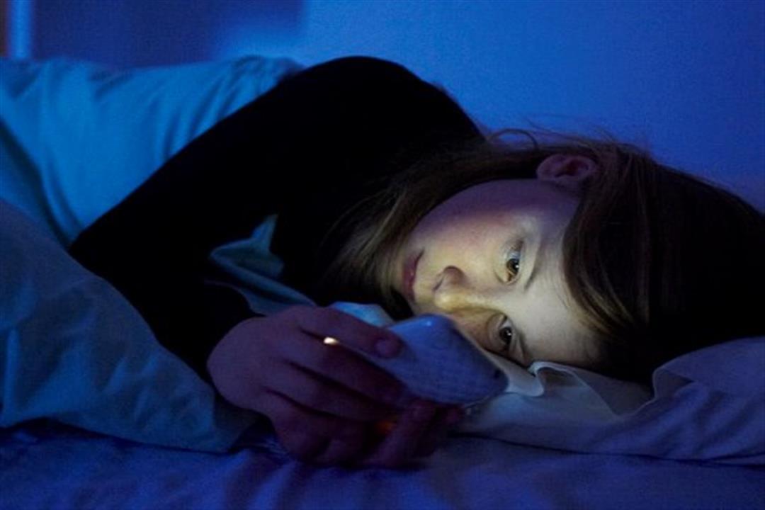 دارسة تحذر السيدات: النوم في الغرف المضيئة تهددِك بالسمنة