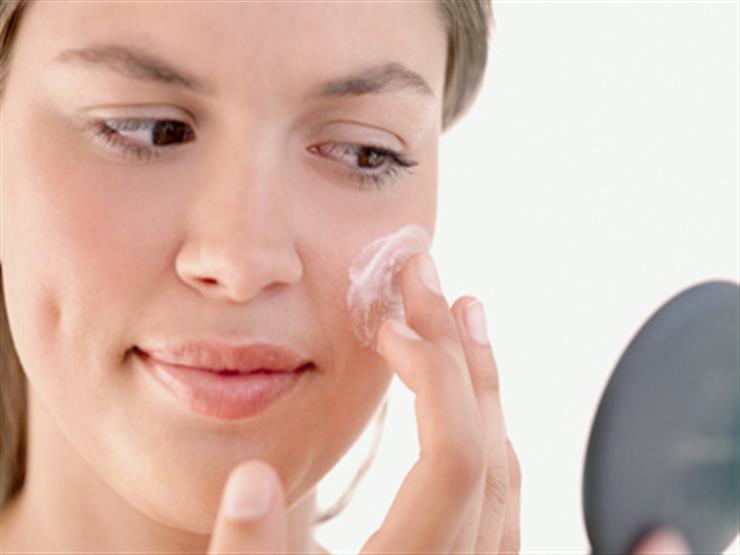 خبيرة تجميل تقدم 5 نصائح عند استعمال مرطب البشرة في الصيف