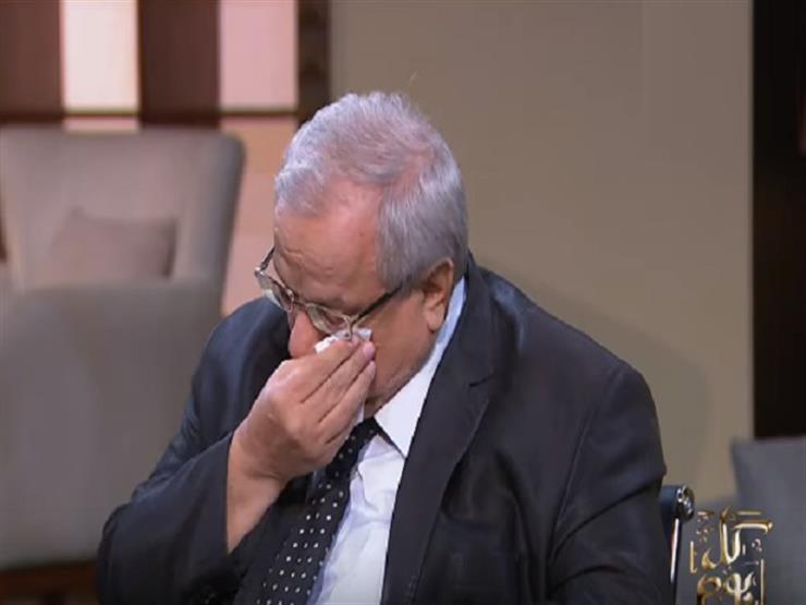 رئيس الهيئة العامة السورية للاجئين يبكي تأثرًا لما يحدث ضد السوريين