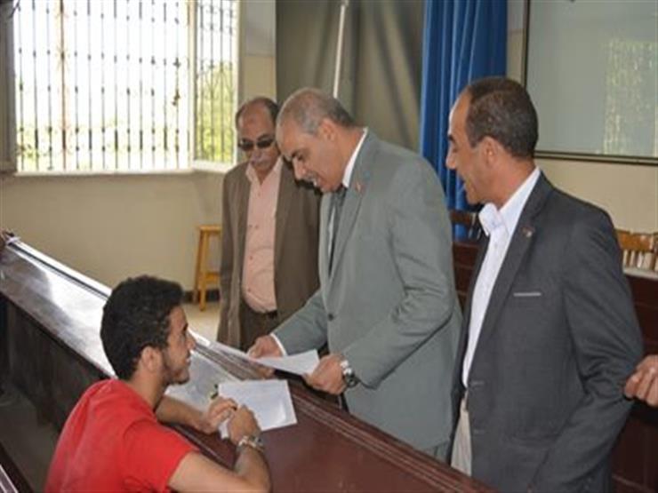 رئيس جامعة الأزهر يتفقد أعمال الامتحانات بكلية الزراعة في القاهرة