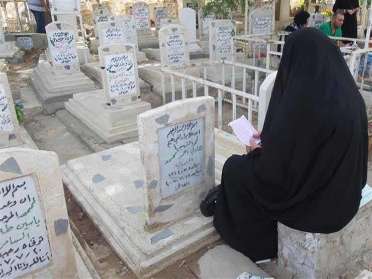"""ما حكم الدعاء عند قبر المتوفى سرًا وجهرًا ؟.. """"البحوث الإسلامية"""" تجيب"""