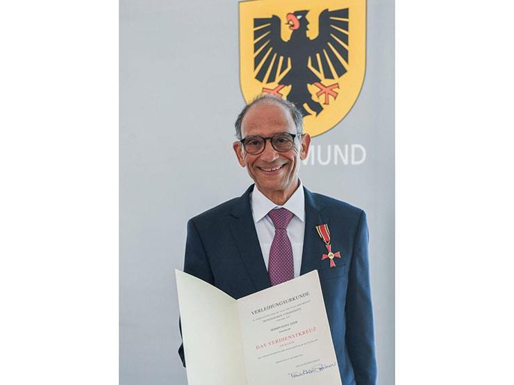 """هاني عازر بعد حصوله على وسام الاستحقاق من ألمانيا: """"الجائزة لكل المصريين"""""""