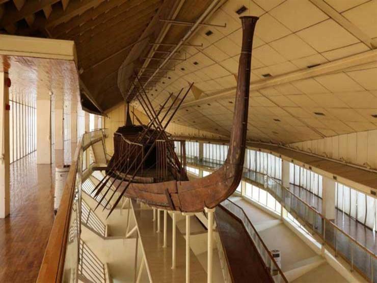 """""""الآثار"""": 3 شركات وطنية تتولى نقل مركب """"خوفو"""" للمتحف الكبير"""