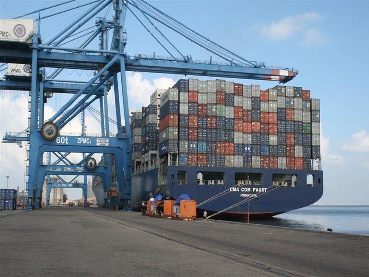 ميناء دمياط يستقبل 6 سفن ويصدر 4 آلاف طن رمل