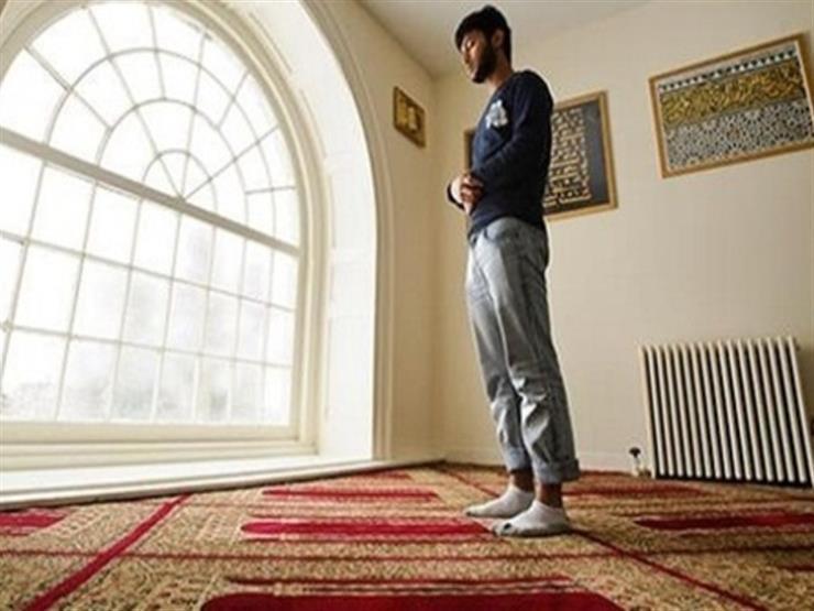 حكم من صلى فترة من الزمن في اتجاه مغاير للقبلة.. المفتي السابق يوضح