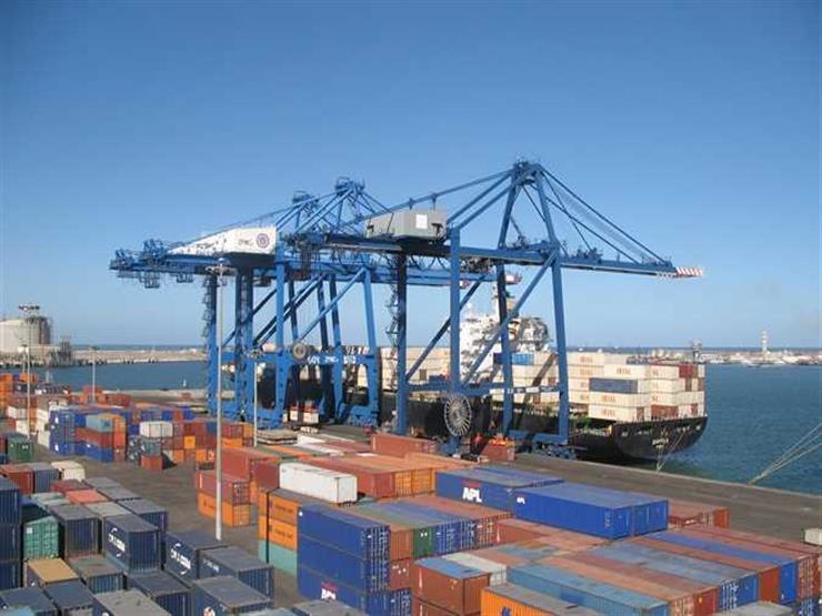 ميناء دمياط يستقبل 9 سفن ويصدر 7500 طن فوسفات