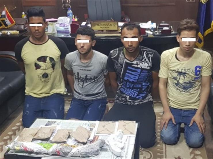 خلال حملة أمنية .. ضبط 4 أشخاص بحوزتهم 30 طربة حشيش و7500 قرص مخدر