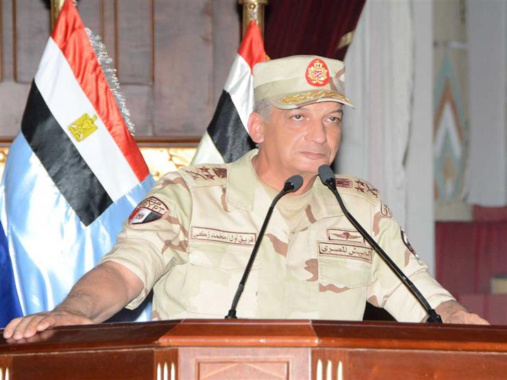 وزير الدفاع يلتقي بخريجى الدفعة الأولى من كلية الطب بالقوات المسلحة