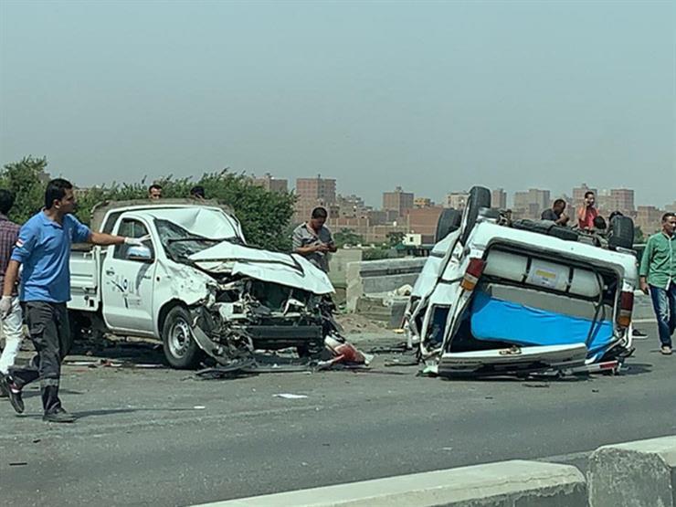 إصابة 5 في تصادم سيارتين بأسوان