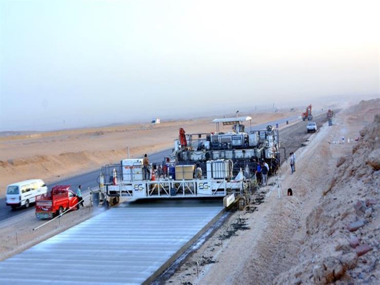 يُكلف 6 مليارات والافتتاح العام القادم.. 20 معلومة عن طريق أسيوط الغربي (صور)