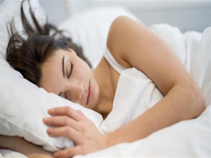 دراسة: النوم على الضوء يسبب زيادة الوزن والسمنة.. كيف ذلك؟