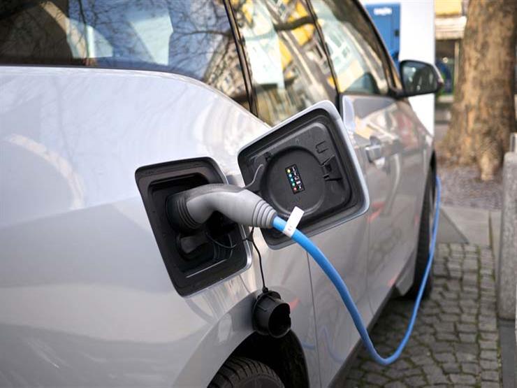 رئيس فورد السابق محذرًا صناع السيارات الكهربائية: ليست الحل السحري للمستقبل