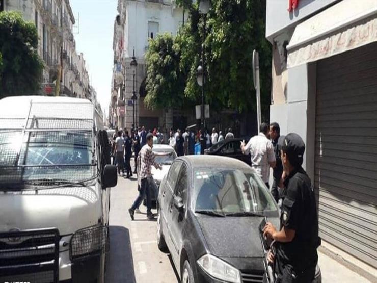الحركة تعود إلى نسقها العادي وسط العاصمة تونس بعد يوم من تفجيرين إرهابيين