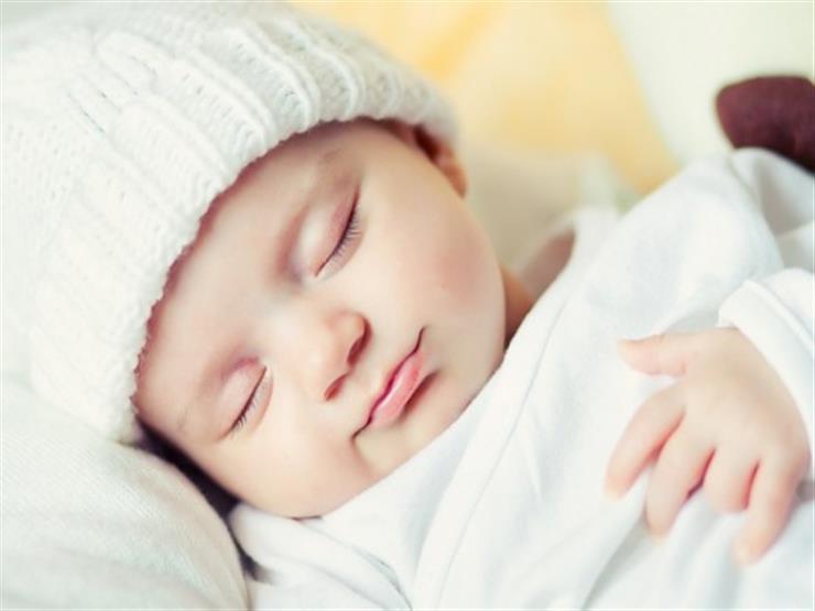 الابتسامة والصراخ أثناء النوم.. ما الذي يراه طفلك حينها؟