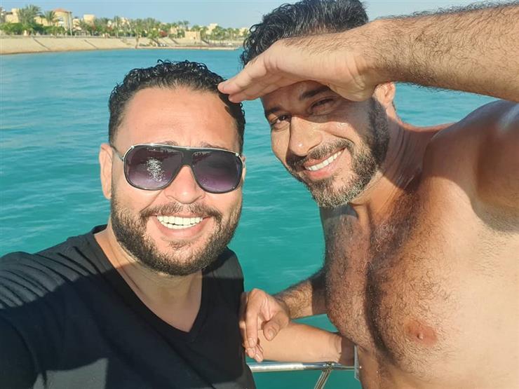 صورة| أحمد رزق يقضي إجازة الصيف بصحبة السعدني