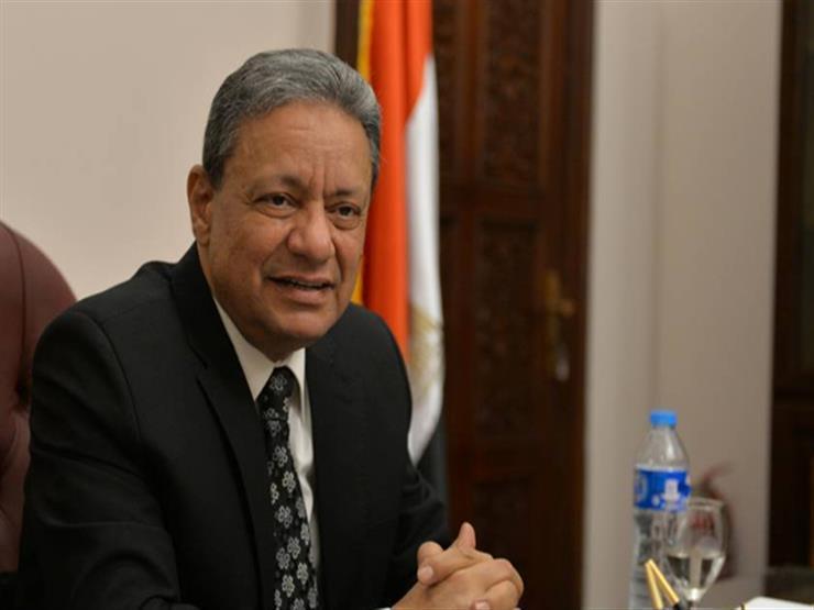 """رئيس """"الوطنية للصحافة"""" يناقش """"الدفاع عن الهوية المصرية"""" مع طلاب جامعة القاهرة"""