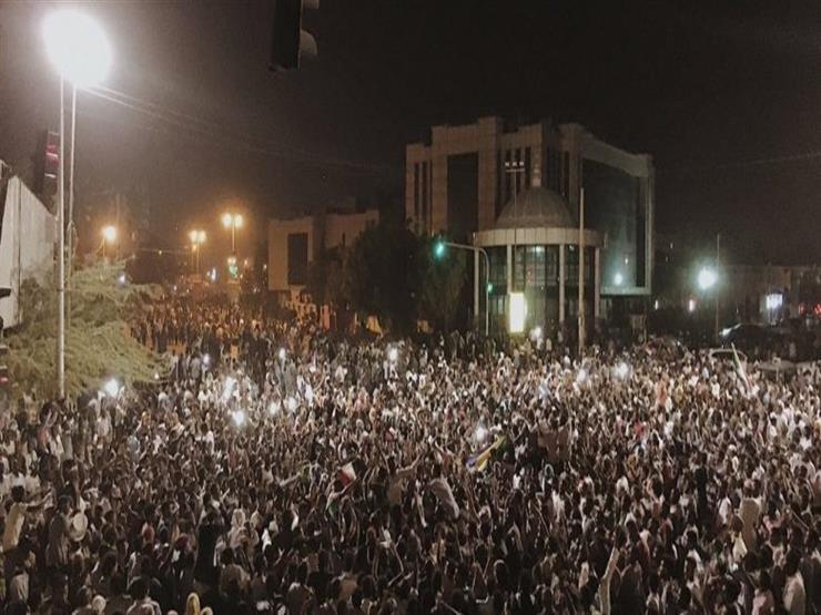 """اقتحام مقر اعتصام الخرطوم.. و""""المهنين السودانيين"""" يتهم الجيش"""