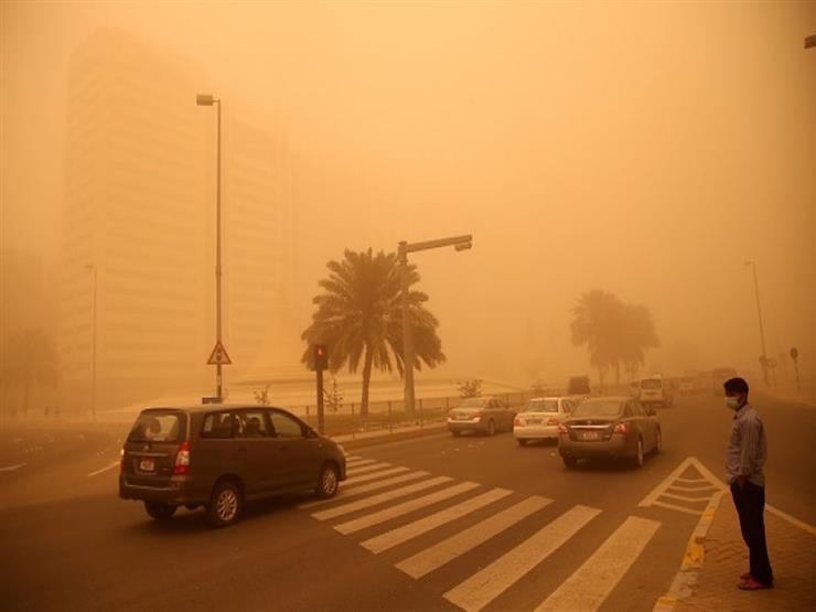 عاصفة رملية تضرب منطقة عيون موسي وأبو رديس في جنوب سيناء