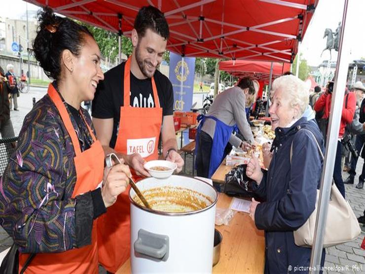 مؤسسة خيرية تقيم مائدة مجانية بطول 100 متر في كولونيا