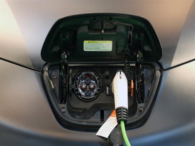 الاتحاد الأوروبي يطالب بدعم السيارات الكهربائية بإشارات تحذيرية لحماية المارة