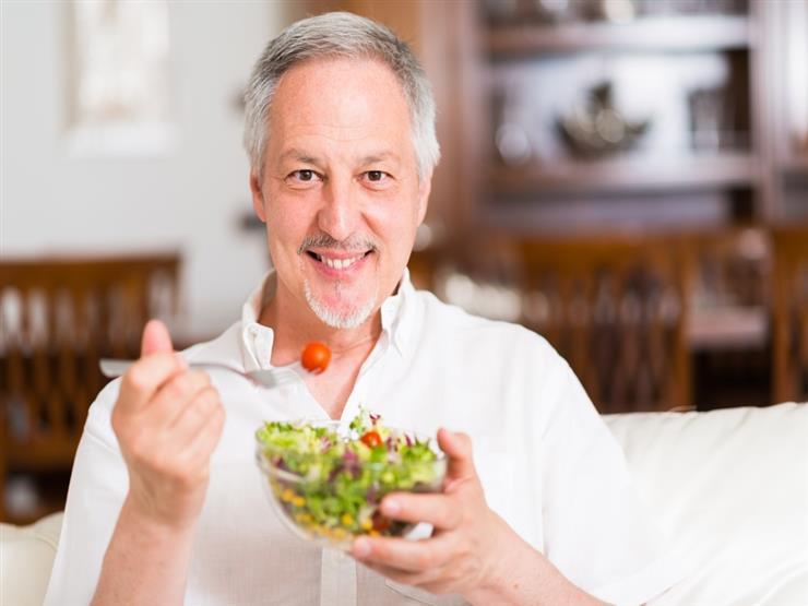 لأصحاب الخمسين عاما.. اتبع هذه العادات الغذائية لتحسين صحتك